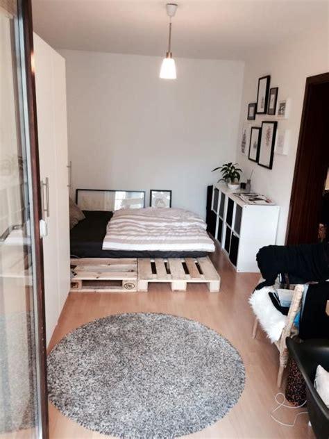 wg schlafzimmer ideen zimmer mit paletten bett in sch 246 ner moderner wohnung in