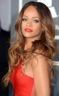 what color are rihanna rihanna s ombre brown to caramel hair 2013 grammy