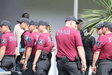 nuevo uniforme de la policia de la ciudad autonoma de la polic 237 a de la ciudad ya tiene a todos sus comisarios