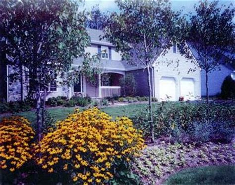 landscaping   ranch house  small front porch