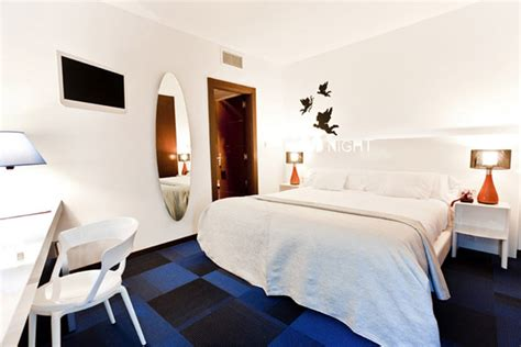 how to decorate a room with blue carpet bold and modern interior design ideas from spain portago hotel rooms