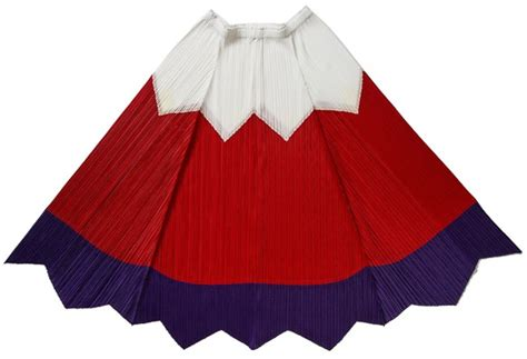Issey Miyakes Move by Issey Miyake Celebrates Anniversary With Mt Fuji Pleats