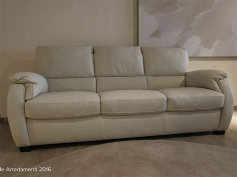 divani e divani by natuzzi punti vendita divani divani by natuzzi divano chass 232 in pelle scontato 40