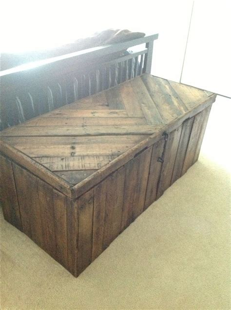 build  rustic blanket chest woodworking projects