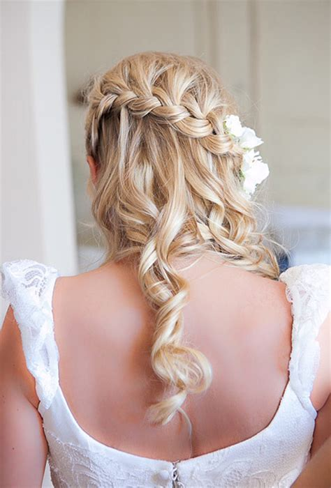 hairstyles for a destination wedding brides