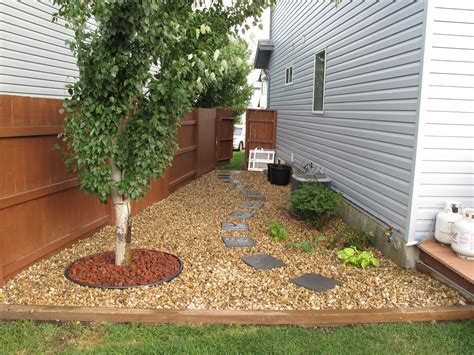 Narrow Side Yard House Design With Brown Gravels And