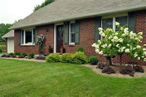 how to landscape front yard in minimalist ways