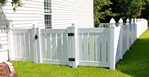 displaying vinyl semi privacy  ft  gatejpg fence