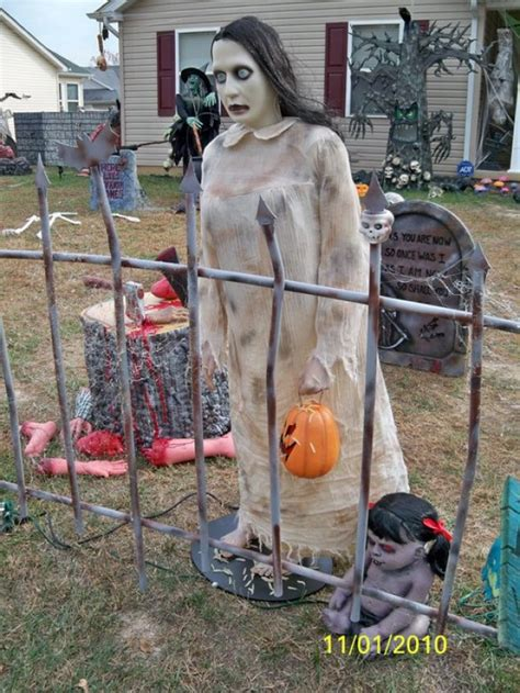best halloween home decorations readers staff pick best halloween houses lifestyles