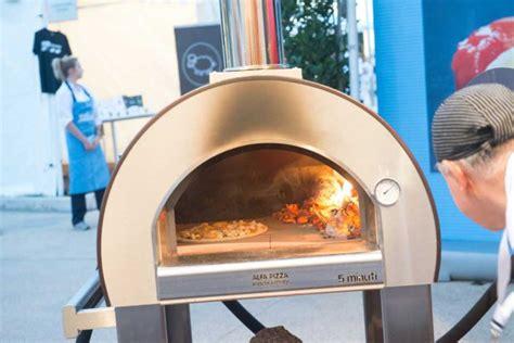 forno a legna per casa pizza in casa stendi senza mattarello condisci e cuoci