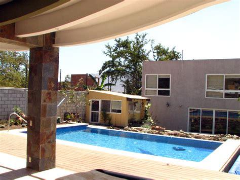 imagenes de muros llorones minimalistas foto piscina con rebosadero y muro lloron residencial de