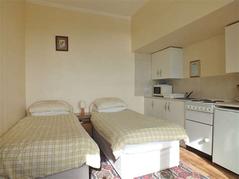 beds that sit on the floor bed sit hemsley holiday flats self catering sea view