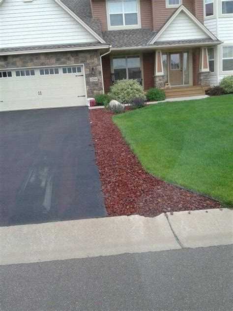 25 best ideas about driveway landscaping on pinterest sidewalk landscaping rock border and