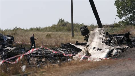 malaysia airlines crash news mh17 broke up in mid air due to external damage dutch