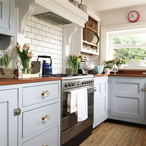cottage kitchen furniture best 25 country cottage kitchens ideas on