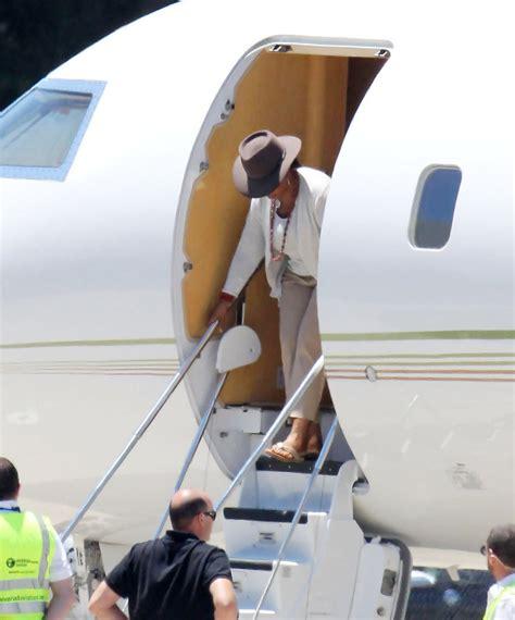 oprah winfrey jet oprah winfrey photos photos oprah winfrey arrives into