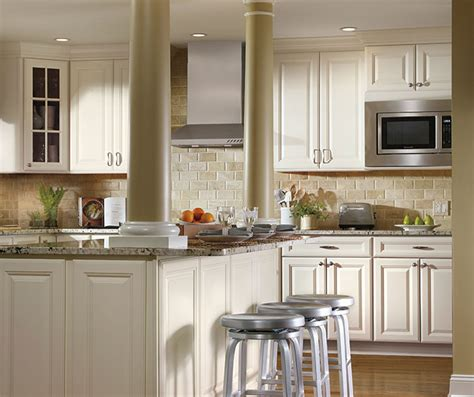 Ivory Cabinets In Traditional Kitchen Aristokraft Ivory Colored Kitchen Cabinets