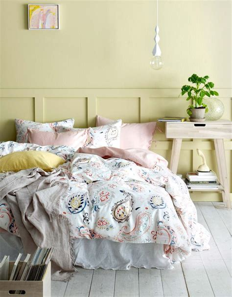 light yellow comforter best 25 light yellow bedrooms ideas only on pinterest
