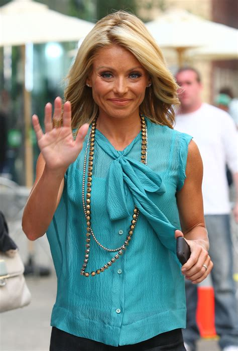 what does kelly ripa use to curl her hair how to get kelly ripa curls newhairstylesformen2014 com