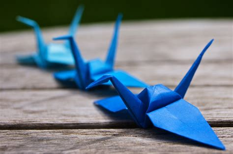 Folded Paper Crane - omiyage blogs diy paper crane cupcake toppers