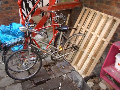Upright Bike Shed by 17 Best Images About Sheds Pool Houses On