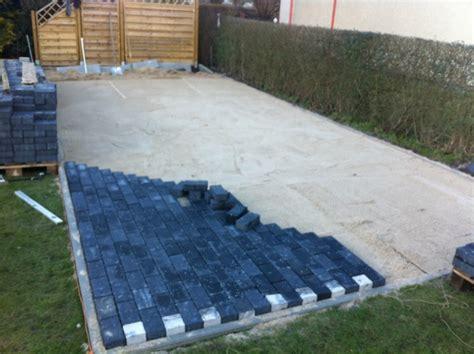terrasse bauen stein terrasse selber pflastern anleitung pflasterarbeiten