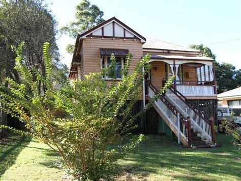 Queenslander Window Awnings by Weatherboard Queenslander House Exterior With Bay Windows