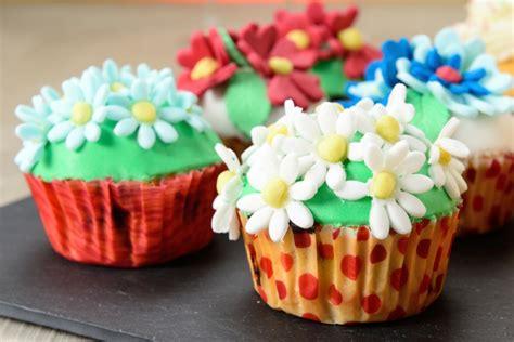 pasta di zucchero decorazioni fiori 7 cupcake decorati con fiori foto torte al cioccolato