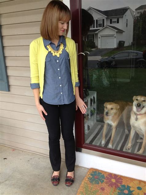 teacher style yellow cardigan casual teacher outfit