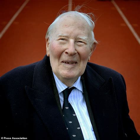 roger banister sir roger bannister dies aged 88 daily mail online