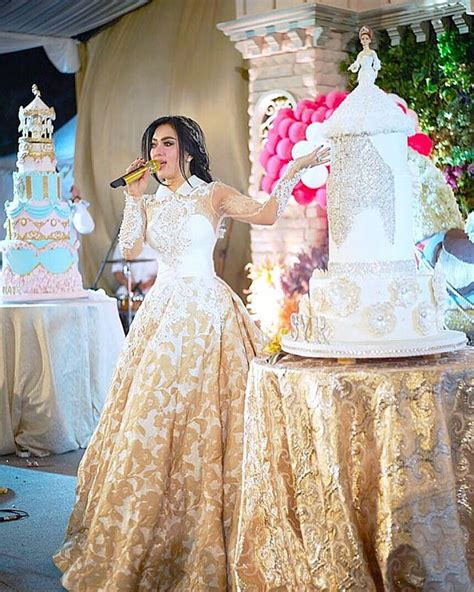 Kaftan Syahrini Brukat model brukat syahrini contoh foto baju muslim modern