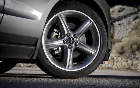 2010 mustang gt tire size 2010 ford mustang gt test motor trend