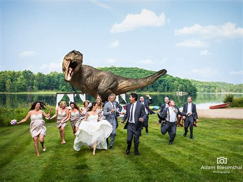 film cinta dinosaurus foto pernikahan unik pengantin dikejar dinosaurus saat