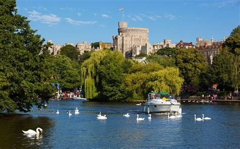 thames river cruise in windsor five people injured after boat explodes on river thames