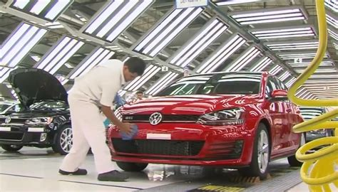 volkswagen mexico plant volkswagen starts golf 7 production in mexico autoevolution