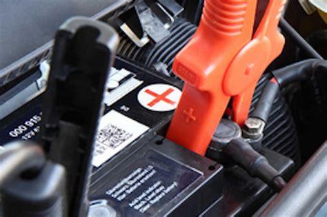 Bmw 1er Batterie Starthilfe by Batterie Eine Starthilfe Geben So 252 Berbr 252 Cken Sie Richtig