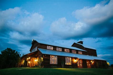 Rustic Wedding Venues In Dfw – This Whitewashed Barn Guarantees a Picture Perfect Wedding