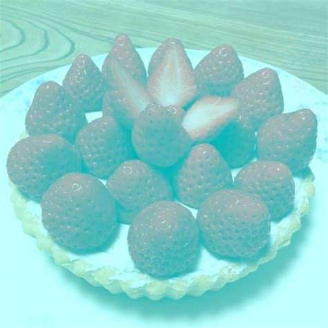 brain color illusion strawberries are not picture is an optical illusion