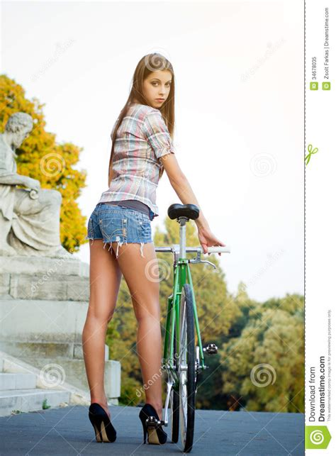 Portrait Of An Attractive Young Woman With Fixie B Stock