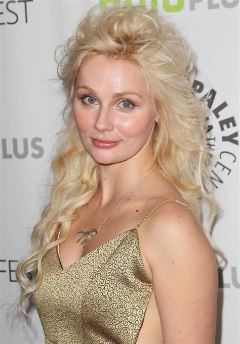How Does Rena In Nashvile Curl Her Hair | clare bowen hair looks stylebistro