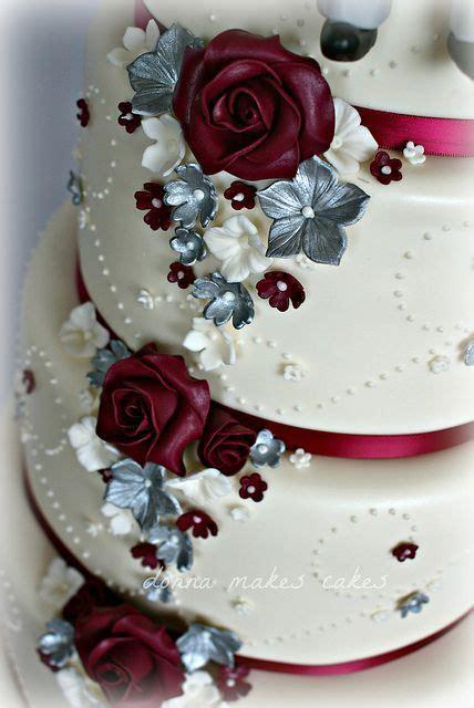 pin by bloodworth on beautiful weddings wedding burgundy wedding cake cranberry wedding