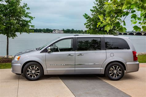 Chrysler Town And Country 2014 2014 chrysler town country reviews and rating motor trend