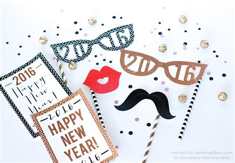 printable photo booth props new years 2016 free printable new year photo props i heart nap time