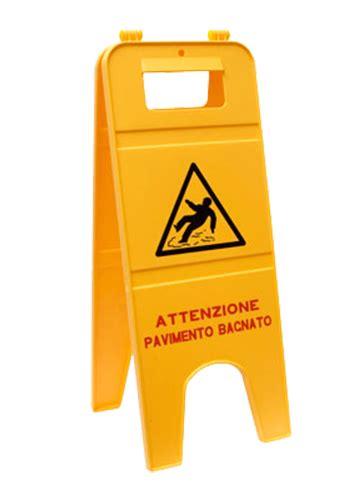 attenzione pavimento bagnato segnale pavimento bagnato