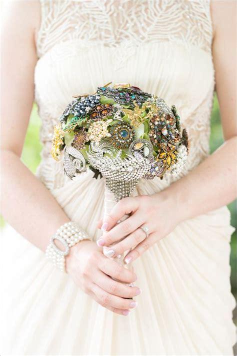 20 Chic Brooch Wedding Bouquets (with DIY tutorial)   Deer