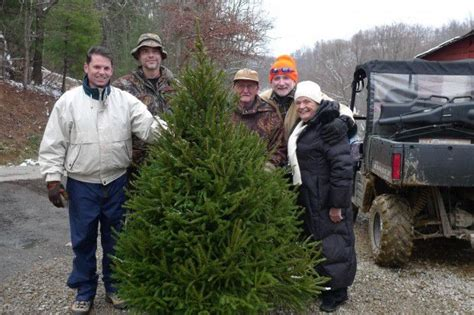 old fashioned christmas tree sale to offer free trees