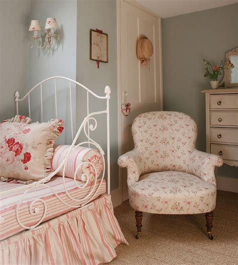 english cottage bedroom hydrangea hill cottage kate forman s english country charm