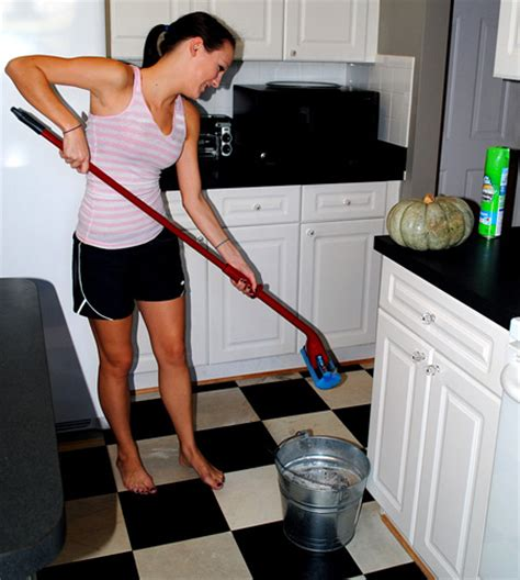 Mopping Bathroom Floor by Secret Tip How To Clean Vinyl Floors Easily The