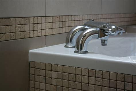 baignoire en mosaique habiller une baignoire d angle tablier wedi et