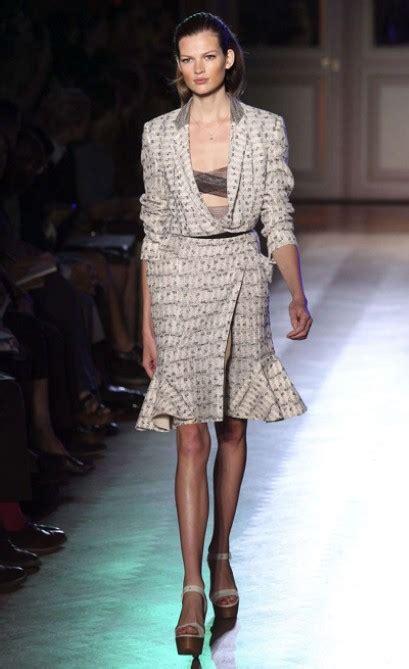 Fashion News Roland Mouret Sparks Frenzy At Uk Gap Toos Flies The 17 Coop fashion week roland mouret summer 2012